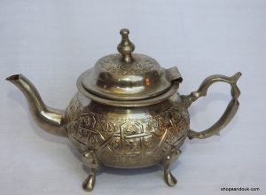 Tea pot 17x25 centimetre 610 gram Brass