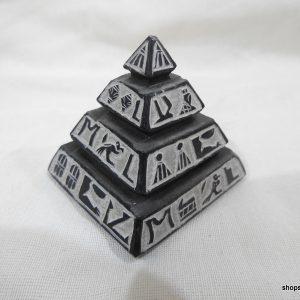pyramid 6x6x6 centimetre 135 gram Bazalt